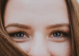 """Afectări oftalmologice severe după COVID. Monica Pop: """"Și pacienții trebuie să știe! Probabil că sunt și alți colegi oftalmologi care au văzut asemenea cazuri"""""""