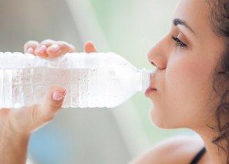 Apa carbogazoasă sau apa plată? Care este mai bună și, de asemenea, ce efect au asupra organismului? Una dintre ele este interzisă în următoarele afecțiuni