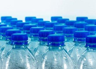 Pericolul din spatele sticlelor de apă la PET. Director ANPC: poate fi chiar cancerigen! Cum recunoaștem o sticlă de apă alterată?
