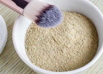 Terapia cu argilă detoxifiază organismul și îl remineralizează. Stimulează producția de colagen și reîntinerește pielea