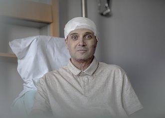 """Cătălin Denciu, medicul erou de la Piatra Neamț, zâmbește din nou. """"O să fac totul să fiu din nou bine"""". Primele imagini din Belgia"""