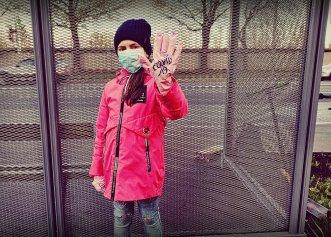 România, singura țară din U.E. care impune purtarea măștii de protecție în timpul orelor de educație fizică