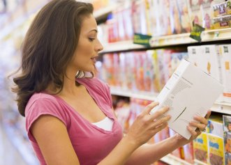 Atenție la etichetă! Multe substanțe nocive se pot ascunde în produsele de pe raft. Iată cum să o citești!