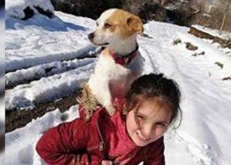Nimic nu este prea greu de făcut pentru prietenul tău cel mai bun! O fetiță și-a cărat câinele în spate, prin zăpadă, pentru a merge la veterinar
