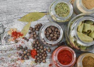 Condimentele și mirodeniile expiră? Iată care este valabilitatea condimentelor