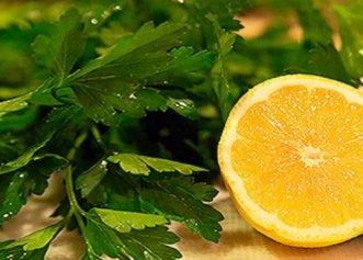 Sucul de pătrunjel cu lămâie. Ideal pentru detoxifiere, dar și pentru a pierde cel puțin 3 kg în doar 5 zile