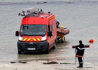 Intervenții de salvare a animăluțelor din ape înghețate. Gesturi emoționante