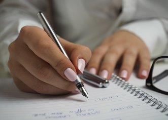 """De ce este bine să scriem de mână? Efecte uimitoare asupra creierului. Dr. Vlad Ciurea: """"Este o bună metodă de a preveni teribila boală…"""""""