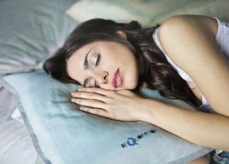 Sfaturi esențiale pentru un somn liniștit. Cum îți îmbunătățești calitatea somnului?