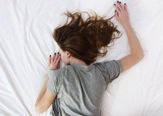 Nu reușești să dormi noaptea? Lipsa acestui mineral provoacă insomnie