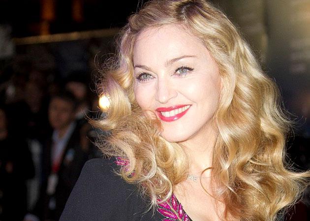 La ȘCOALĂ, de mână cu Madonna! Și-a lăsat afacerile din SUA deopa