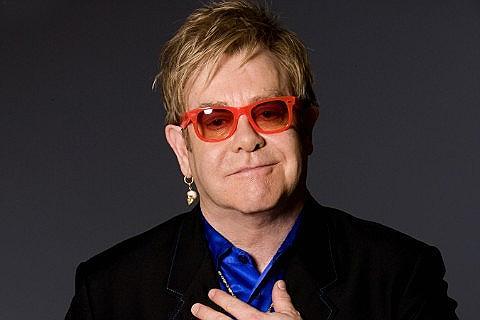 Momente teribile pentru Elton John!