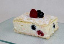 Rețeta zilei! Cum prepari o delicioasă prajitură cu foi și crema de vanilie