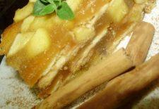 REȚETĂ GUSTOASĂ DE POST: Învață să faci această prăjitură delicioasă cu mere! Este gata în 15 minute