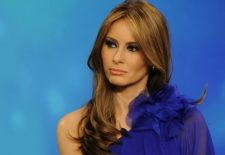 Melania Trump, aparitie spectaculoasa la Londra! Prima doamna a Statelor Unite a facut ravagii intr-o rochie rosie. Pretul tinutei este SOCANT!