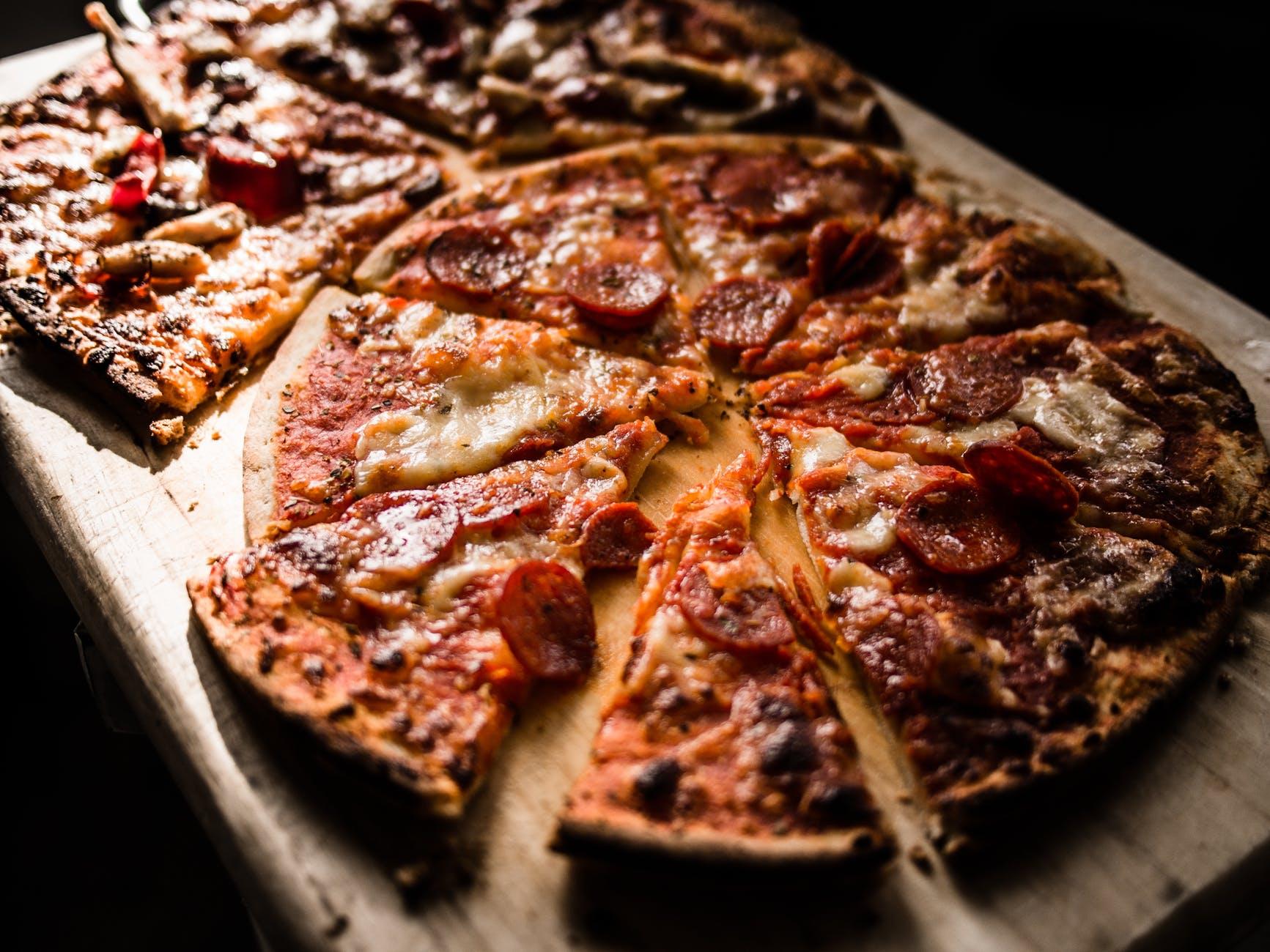 Cum prepari cea mai buna reteta de pizza! Trucul bucatarilor nu mai este un secret