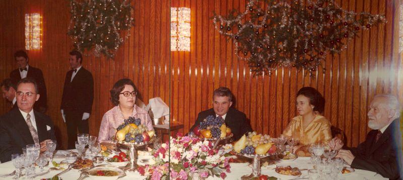 Nicolae Ceaușescu la masă